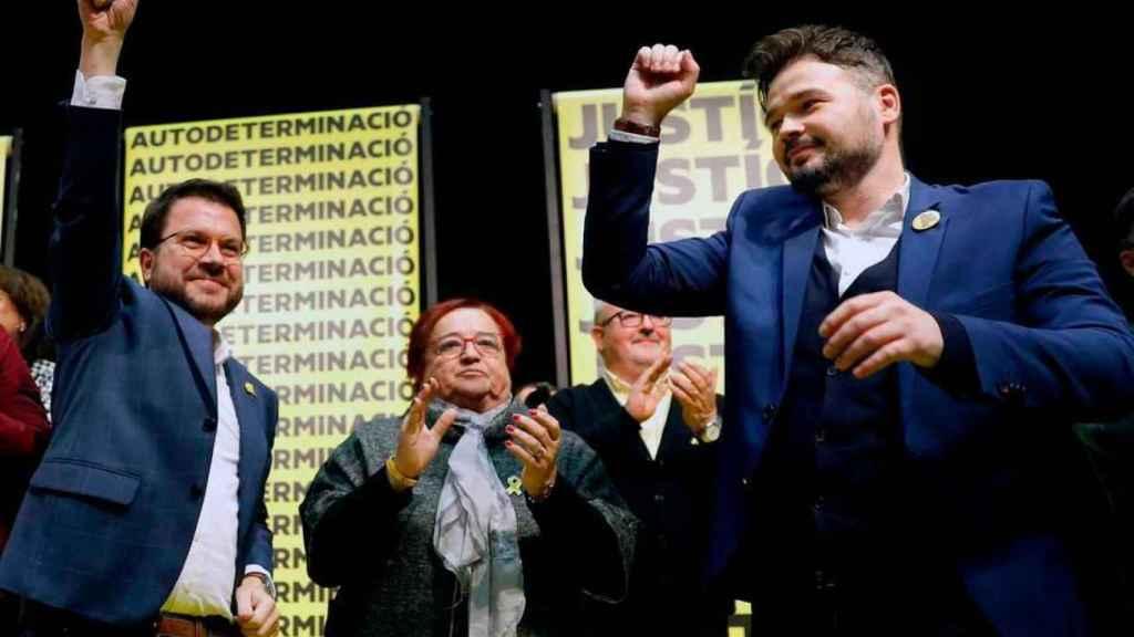 ERC ganaría las elecciones en Cataluña y los 'indepes' superan el 50% de los votos por el desplome de Cs