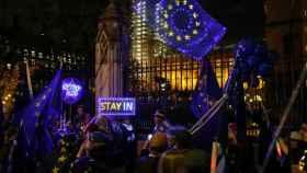 Manifestantes en contra del 'brexit' delante del Parlamento.