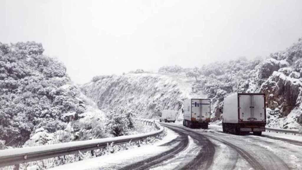 La nieve obliga a cortar más de 22 kilómetros de las carreteras españolas