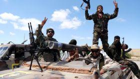 Tropas de Hafter celebran sus avances en los suburbios de Trípoli.