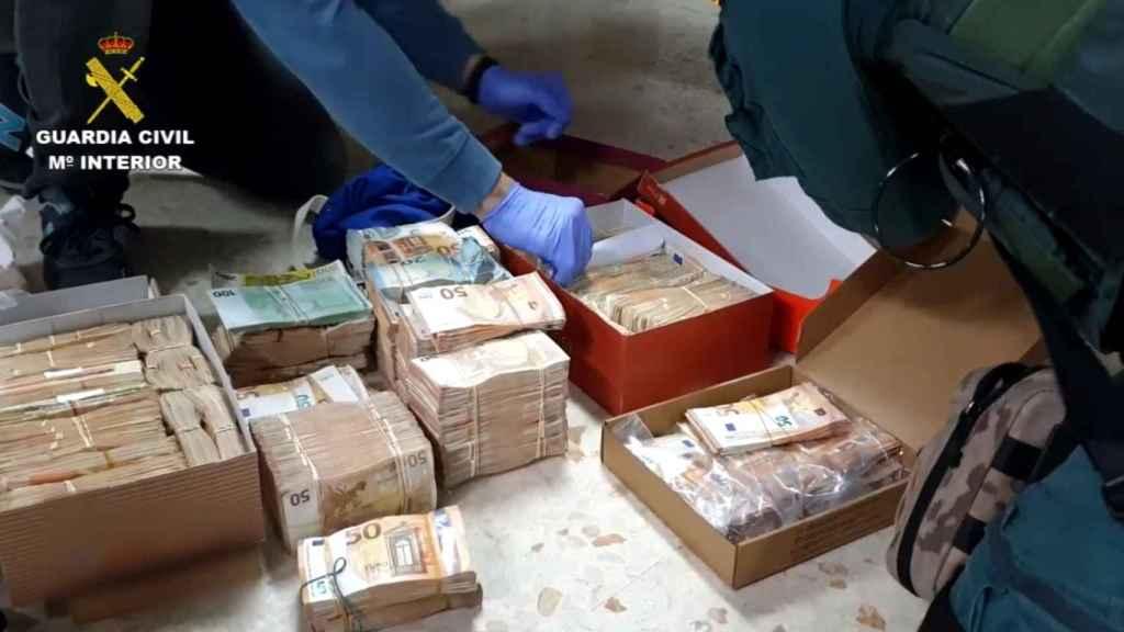 Capa escondía ingentes cantidades de dinero en su casa.