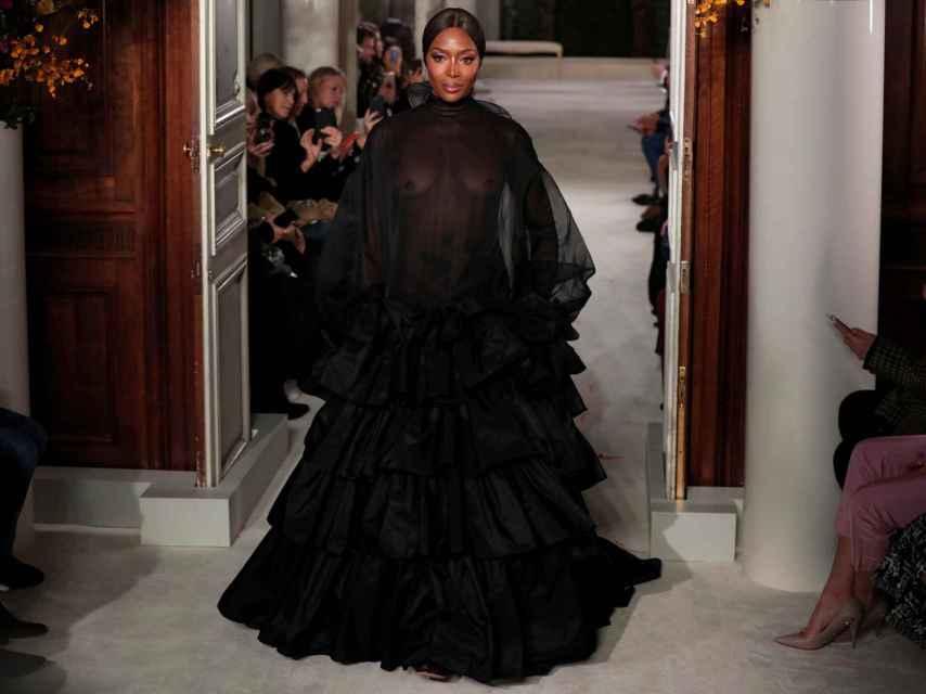 Naomi Campbell cerrando el desfile de Valentino.