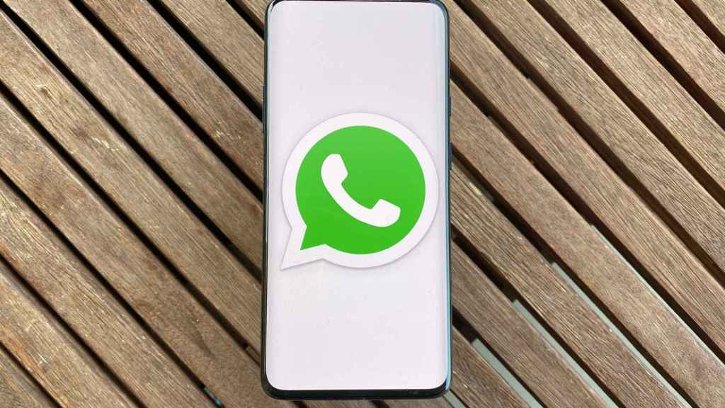 WhatsApp en móvil.