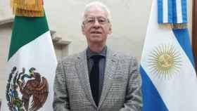 Renuncia por motivos de salud el embajador de México en Argentina que robó un libro