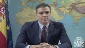 Pedro Sánchez dirigiéndose a los militares en misiones en el exterior