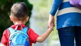 Un niño y su madre