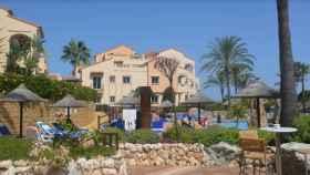 La piscina de la urbanización Club La Costa, en Mijas (Málaga).