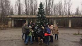 Levantan el primer árbol de Navidad en Chernóbil desde la catástrofe nuclear