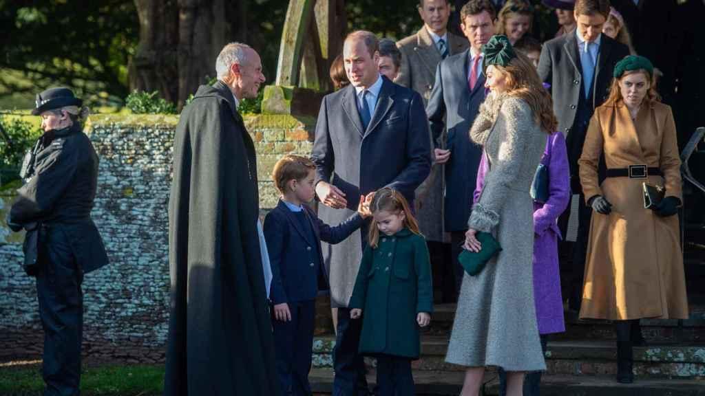 Los duques de Cambridge con sus hijos.