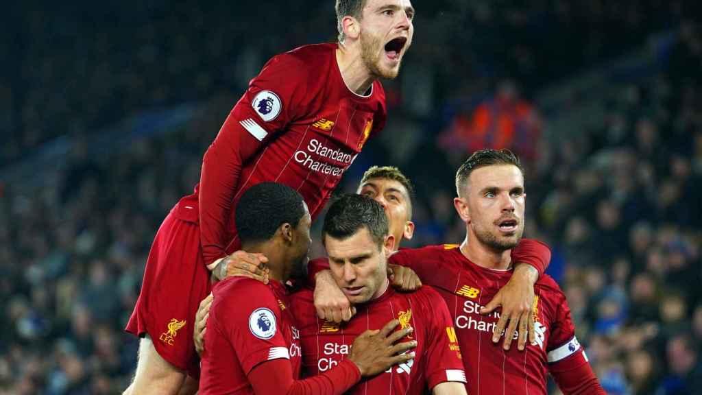 Los jugadores del Liverpool celebran uno de los goles del partido