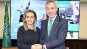 Milagros Tolón y Javier López en la firma del convenio del Ayuntamiento de Toledo y Eurocaja Rural