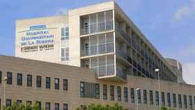 El agresor, Antonio, ingresó en el Hospital Universitario de la Ribera (Valencia) con una herida en el ojo.