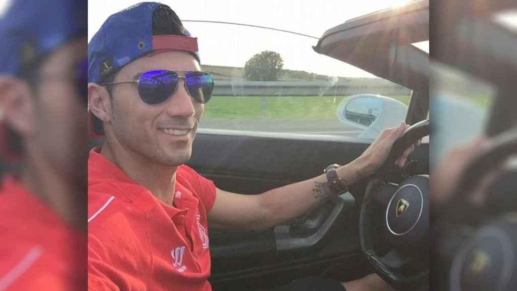 El polémico selfie de Reyes al volante sin cinturón.