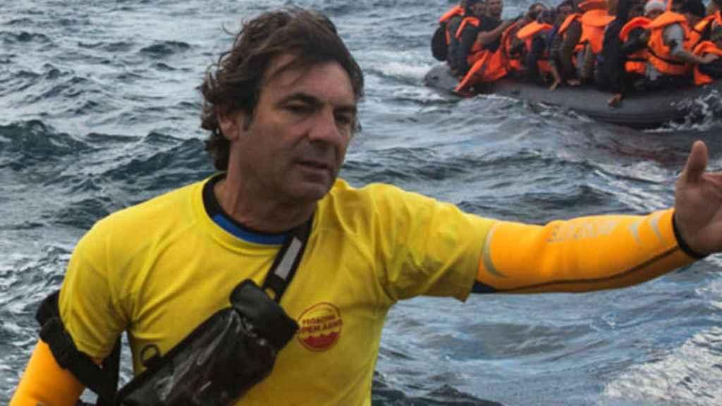 Desmontando a Óscar Camps: el dueño del 'Open Arms' que salva migrantes, pero 'ahoga' a empleados.