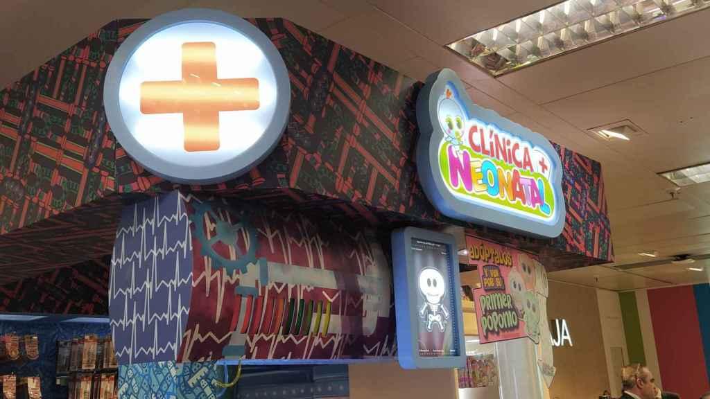 La 'Clínica Neonatal', situada en las jugueterías, es el lugar donde la 'enfermera Tania' atiende a los muñecos.