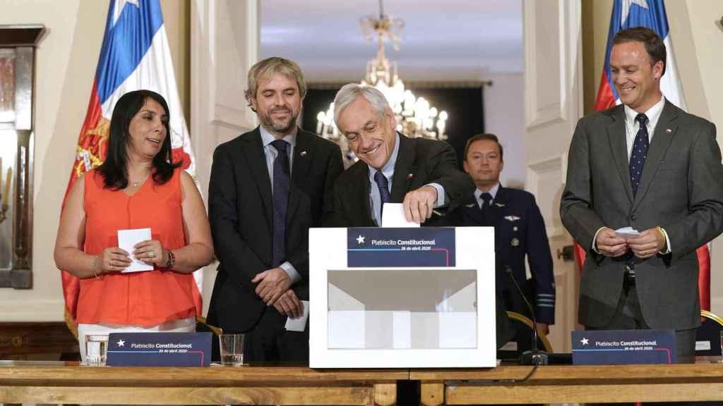 Sebastián Piñera durante la presentación de la convocatoria del plebiscito constitucional.