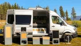 Convierte tu furgoneta en una caravana con este kit de cajas modular