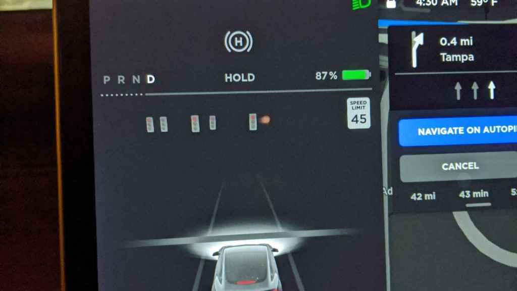 Sistema del Tesla reconoce semáforos