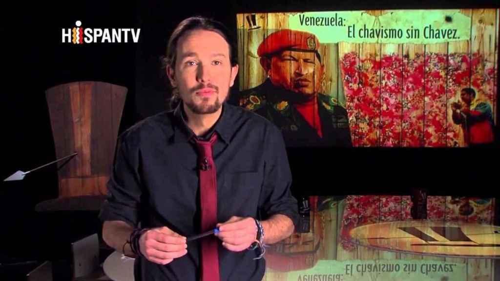 Pablo Iglesias, presentando un reportaje sobre la Venezuela posterior a Hugo Chávez en su programa de HispanTV, una cadena financiada por Irán.