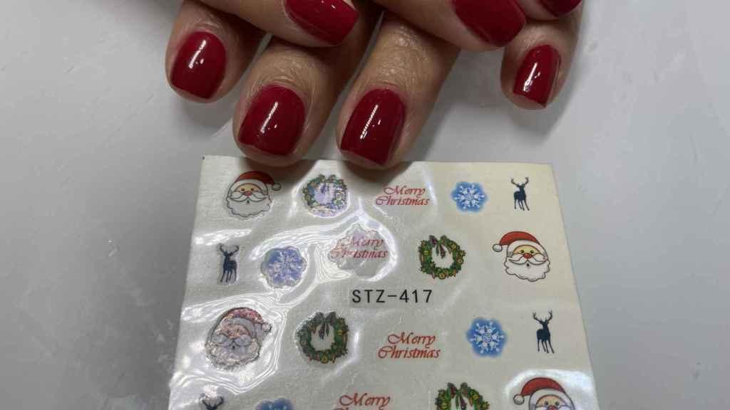 Algunos de los diseños de decoración de uñas navideñas.