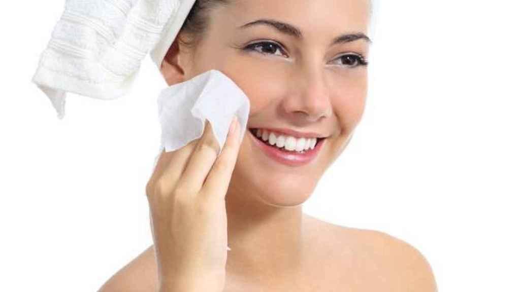 Las toallitas desmaquillantes no son el mejor método de limpieza.