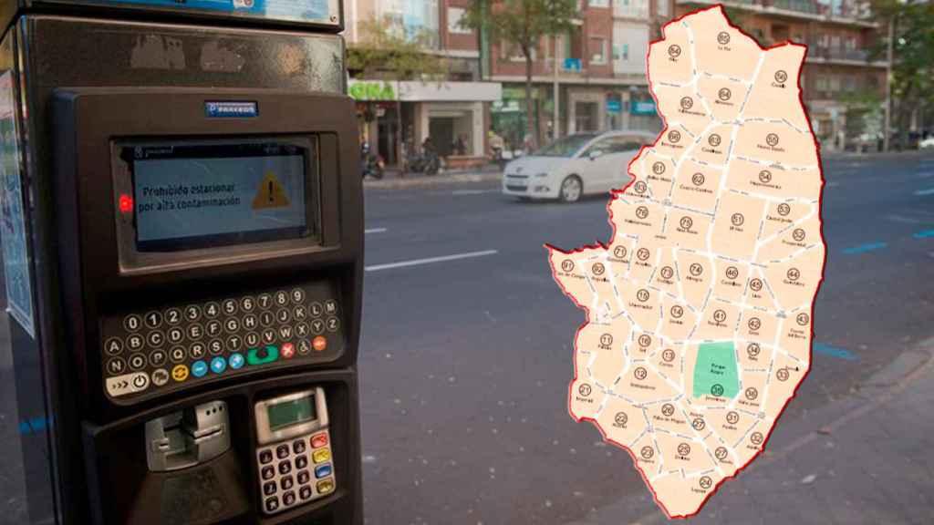 Un parquímetro de la Zona SER de Madrid, junto al mapa de los barrios que pertenecen a ella.