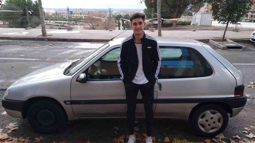 Guillermo, un residente de Madrid que no podrá aparcar en la zona SER de la capital desde el 1 de enero.