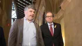 El presidente de JxCAT en el Parlament, Albert Batet, junto a Quim Torra.