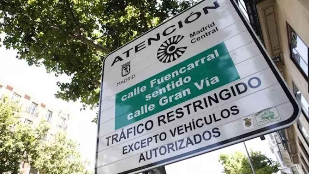 Un cartel informativo de la entrada a Madrid Central.