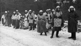 Uniformes de invierno improvisados (1941).