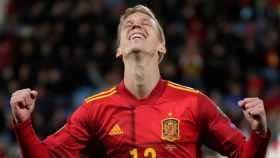Dani Olmo celebra su primer gol con la Selección absoluta