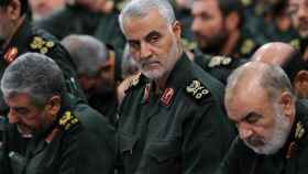 Qasem Soleimani, al centro, en una imágen de archivo.