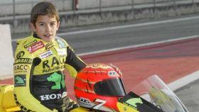 Un jovencísimo Marc Márquez con un casco NZI.