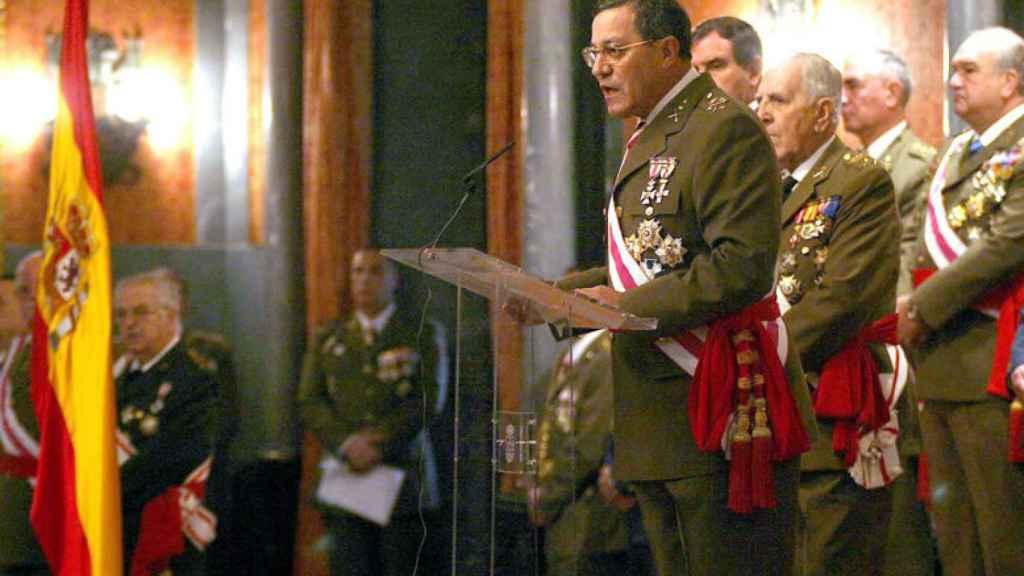 El teniente general José Mena Aguado, durante su discurso en la Pascua Militar de 2006.