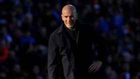 Zidane da órdenes a sus jugadores desde la banda del Coliseum Alfonso Pérez