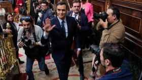 Pedro Sánchez abandonando el sábado el hemiciclo. Foto: Jesús Hellín (EP)