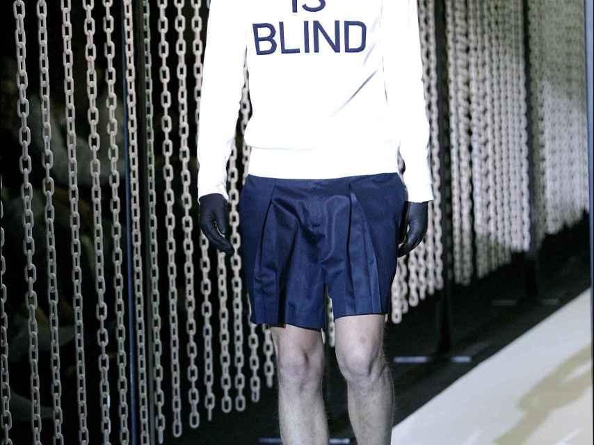Un modelo luciendo un diseño de David Delfín en la pasarela de Cibeles de 2007.