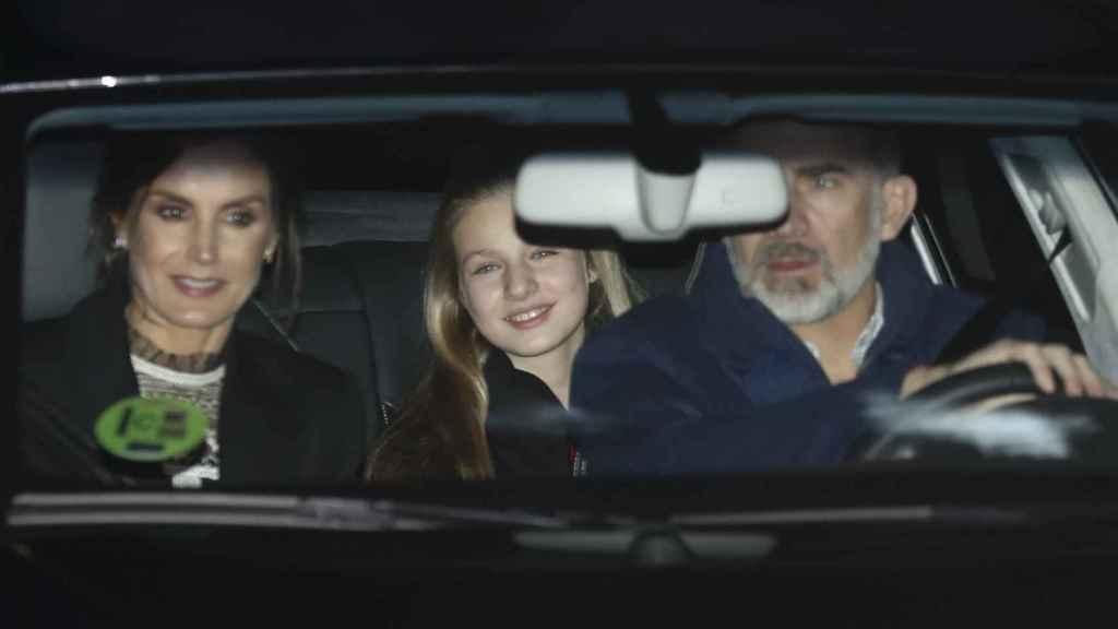 Los Reyes junto a la princesa Leonor y la infanta Sofía acuden a la cita con Jesús Ortiz.
