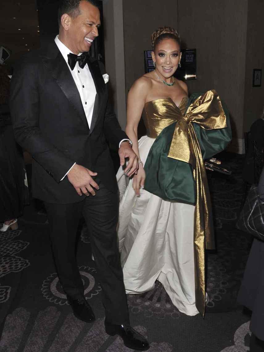Jennnifer Lopez y Alex Rodríguez durante la gala de premios de los Globos de Oro.