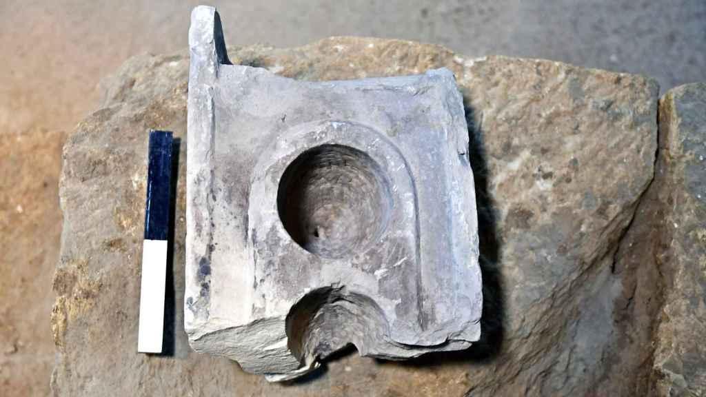 Vista de una mesa de medición del siglo I a.C., encontrada en Jerusalén.