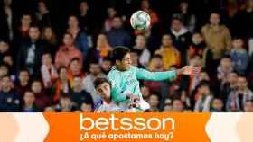 Ferrán Torres y Varane, en el Valencia - Real Madrid