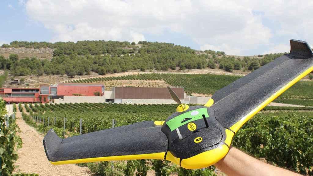 Uno de los drones que utiliza Pago de Carraovejas para monitorizar sus viñedos.