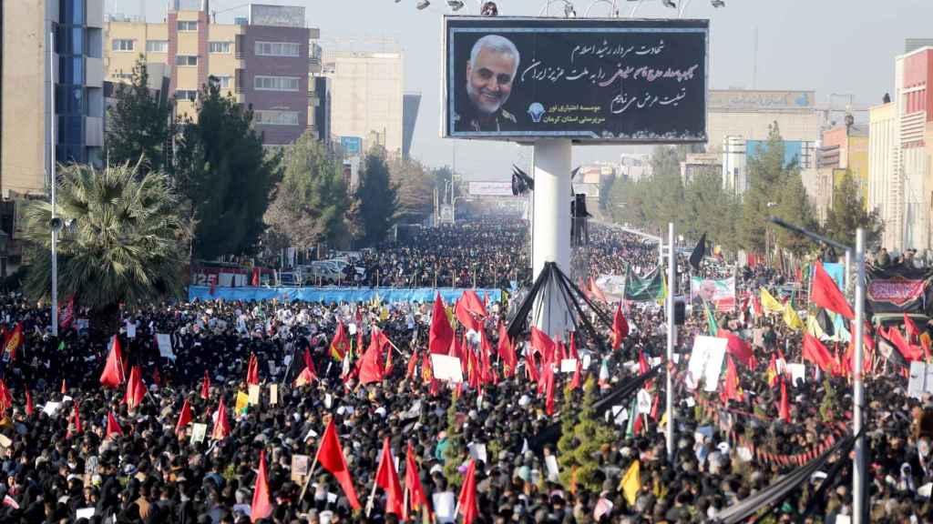 Miles de manifestantes se han congregado en Kerman para despedir a Soleimani