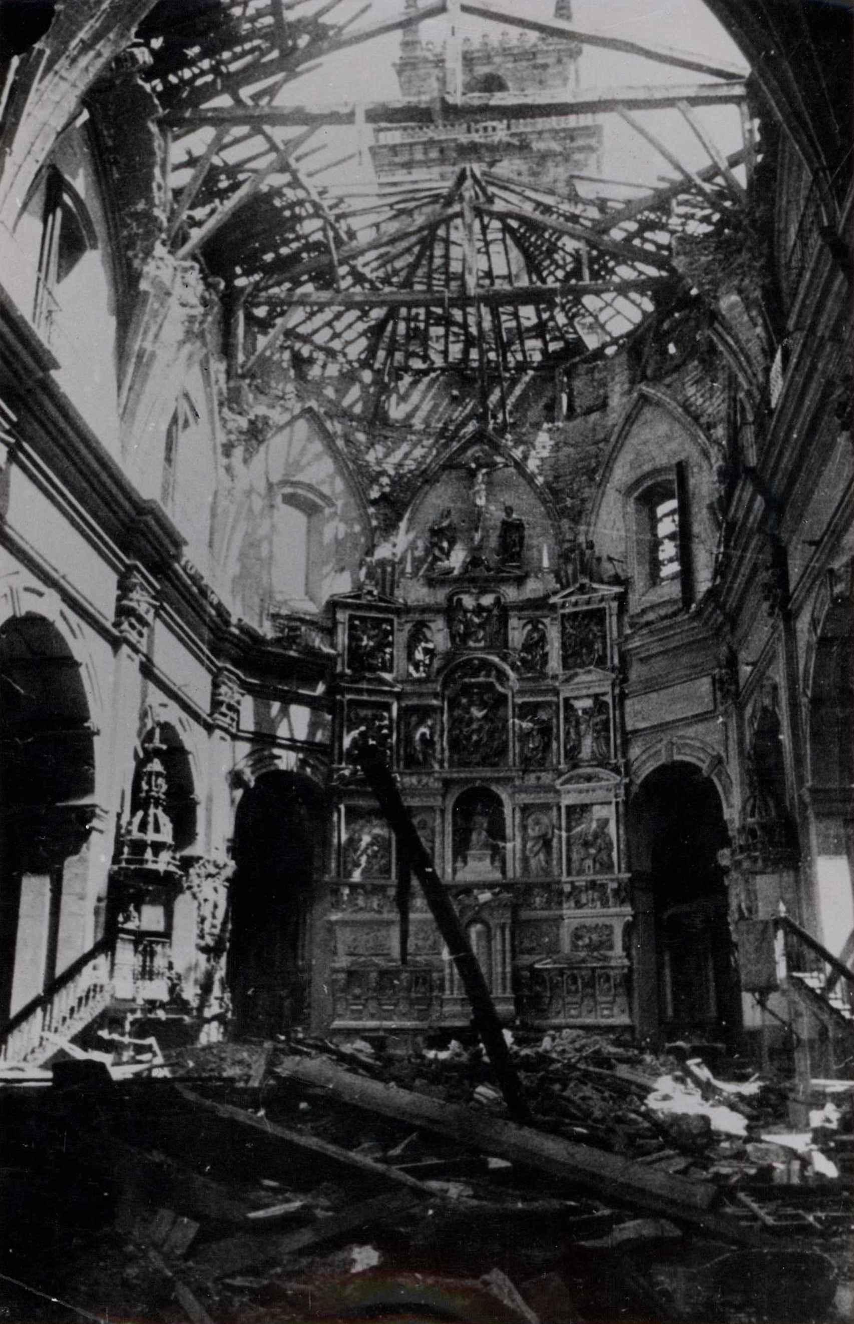 Ruinas de una de las iglesias alcanzadas en el bombardeo de Durango (1937).