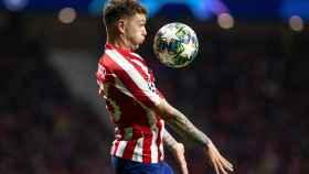 Trippier en un encuentro con el Atlético de Madrid