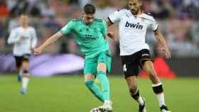 Fede Valverde y Garay, en el Valencia - Real Madrid de la Supercopa de España