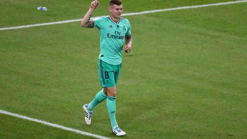 Toni Kroos celebra su gol olímpico al Valencia
