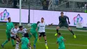 Mano de Sergio Ramos pitada como penalti