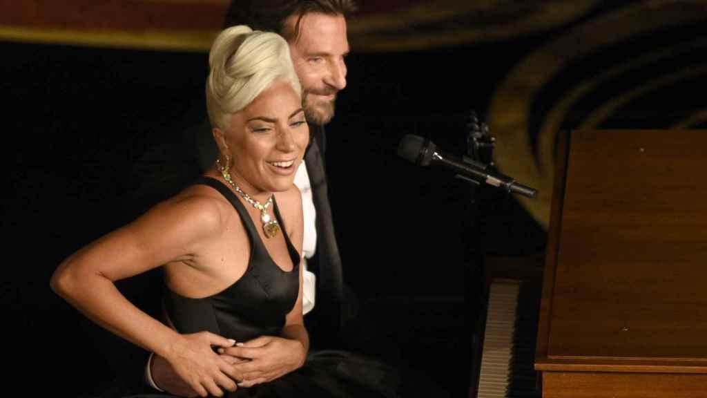 Lady Gaga y Bradlen, en su actuación de los Oscars.
