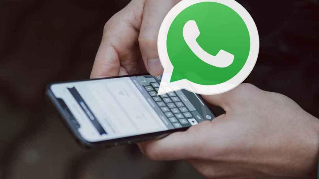 Móvil con WhatsApp.